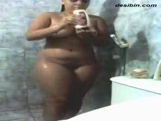 desi Hot beautiful wife recorded bathing