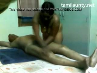 desi Tamil Aunty Handjob in a Massage Parlour