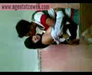 Download vidio bokep Cewek SMA berjilbab cantik ngentot dikamar mandi mp4 3gp gratis gak ribet