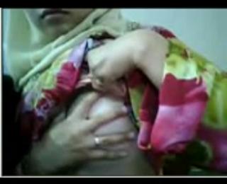 Cewek jilbab narsis webcam