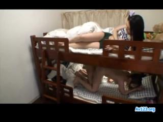 Sange lihat temanya ngentot di bawah ranjang