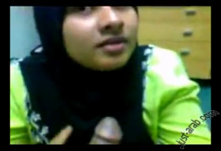 Cewek jilbab cubby asik nyepong kontol