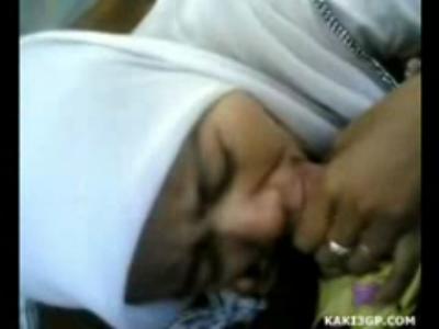 Kumpulan video bokep terbaru Gadis jilbab dipaksa Sepong