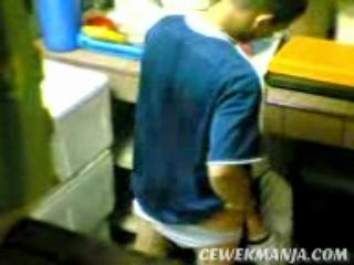 Download vidio bokep Cewek Jilbab Mesum di Dapur mp4 3gp gratis gak ribet